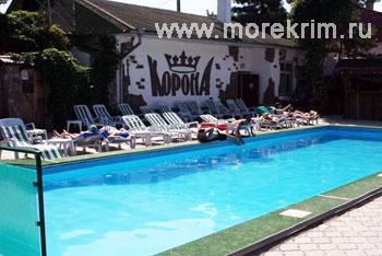 Открытый бассейн в пансионате 'Корона', Евпатория, Западный Крым - путевки и отдых.