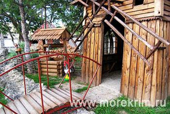 Беседка на территории пансионата 'Корона', Евпатория, Западный Крым - путевки и отдых.