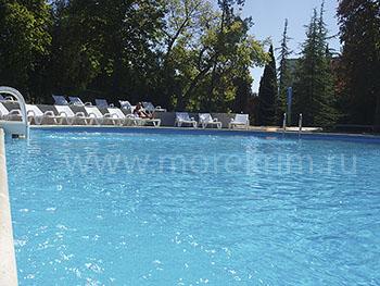 Открытый бассейн в пансионате 'Крымское приморье', в Курортном, Восточный Крым - путевки и отдых.
