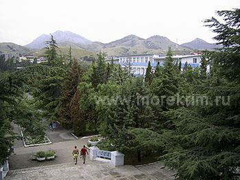 Парк пансионата 'Крымское приморье', в Курортном, Восточный Крым - путевки и отдых.