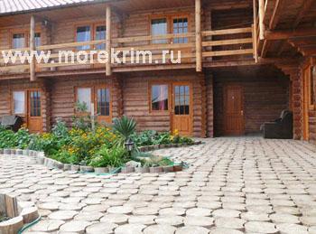 Дворик в отеле 'Самоцветы', Коктебель, Восточный Крым - путевки и отдых.