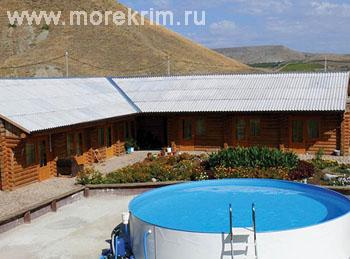 Открытый бассейн в отеле 'Самоцветы', Коктебель, Восточный Крым - путевки и отдых.
