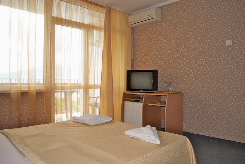 Номер комфорт, Хэппи отель, Ялта, Крым - путевки и отдых.