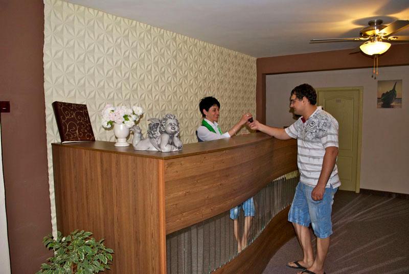 Ресепшн, Хэппи отель, Ялта, Крым - путевки и отдых.