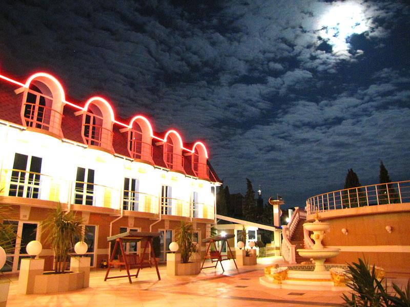 Внутренний двор, 'Вилла Арго' отель, Алушта, Южный берег Крыма - путевки и отдых.