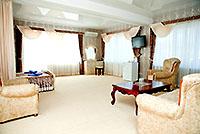 Номер категории Люкс, 'Камелот' отель, Алушта, Южный берег Крыма - путевки и отдых.